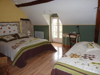 la Tonique, spacious room with large bed (160 cm) and single bed (90 cm).